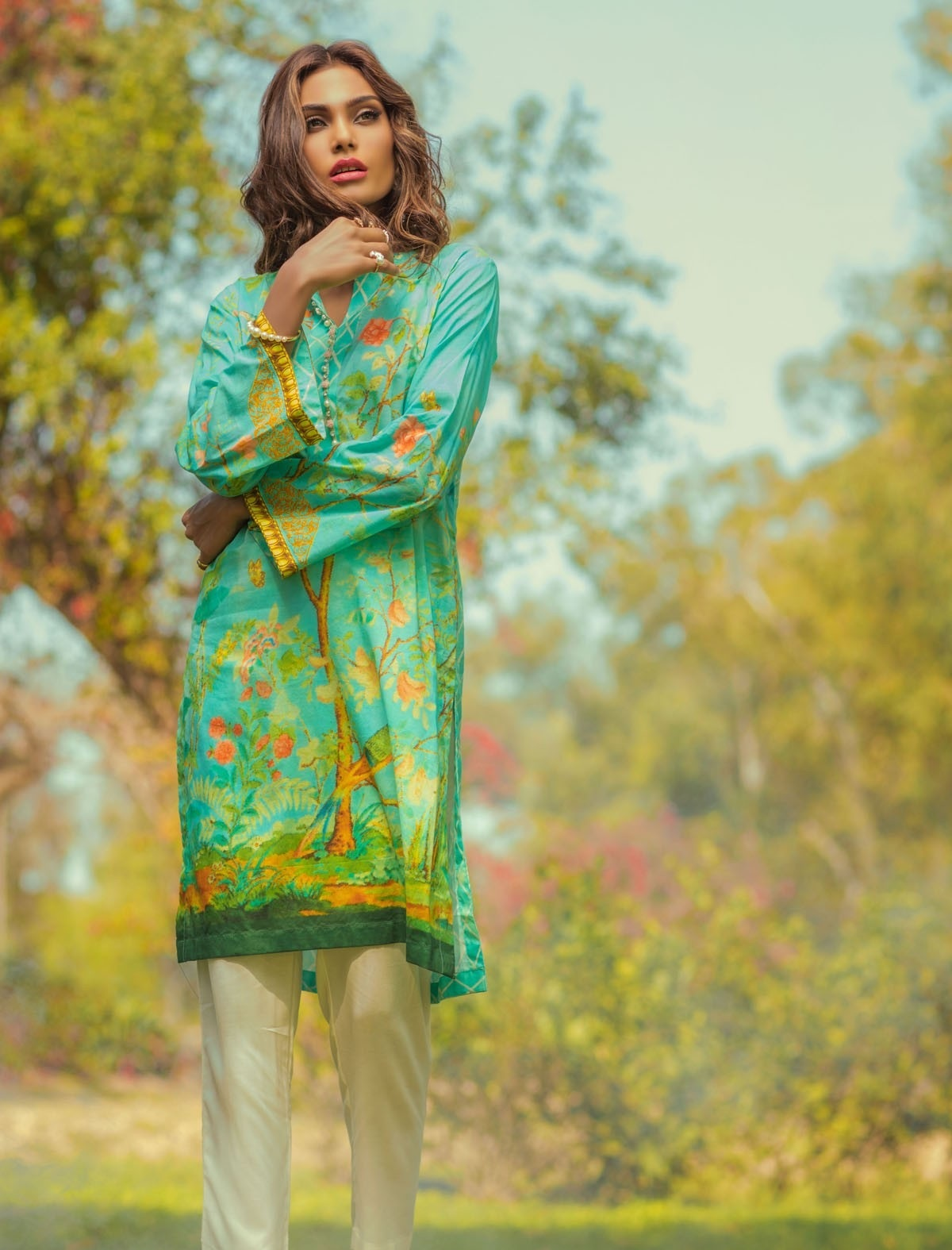 Alkaram-Studio-Lawn-Summer-2016-2017-Catalog (1)