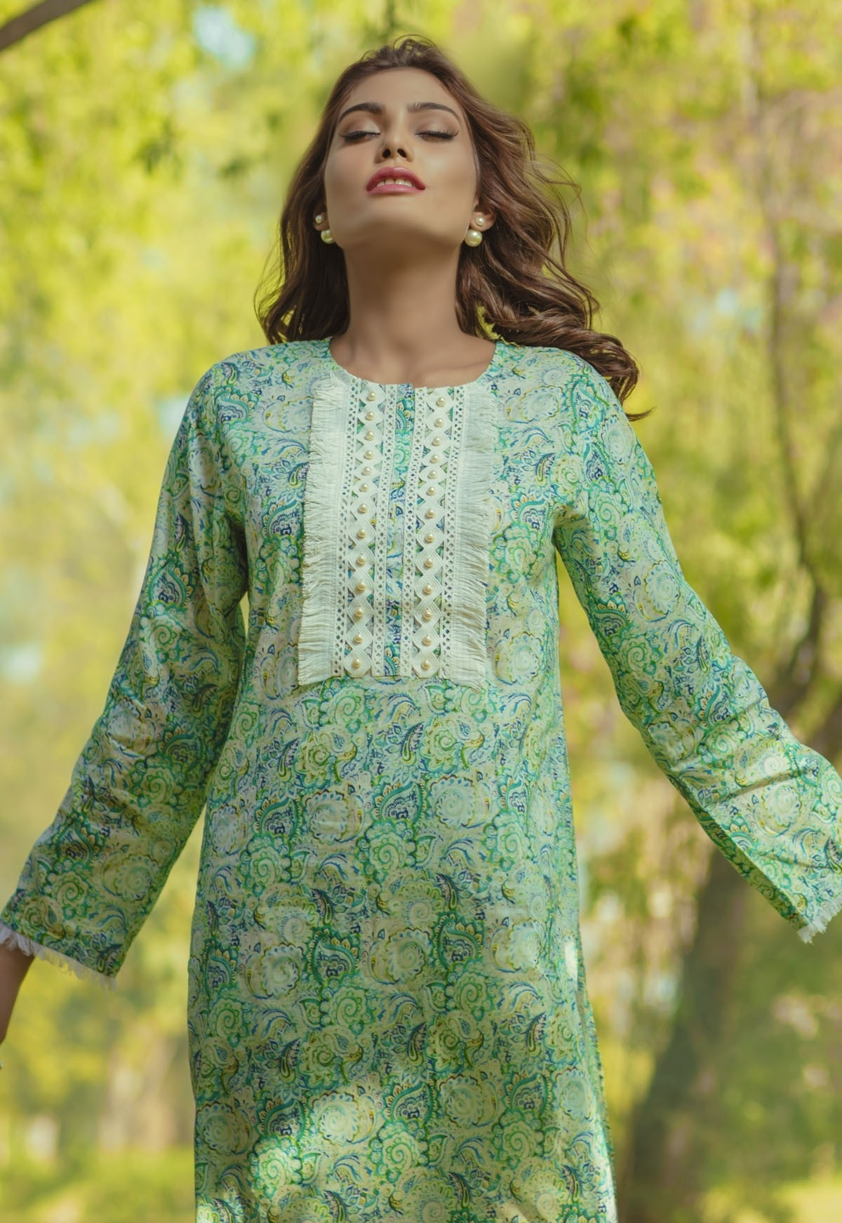 Alkaram-Studio-Lawn-Summer-2016-2017-Catalog (5)