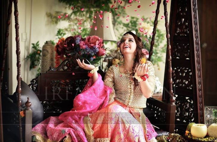 Wedding-Ghagra-Choli-Designs-for-Mehndi-Functions (16)