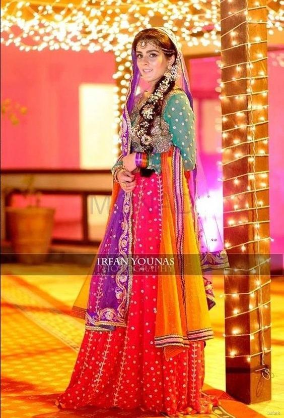 Wedding-Ghagra-Choli-Designs-for-Mehndi-Functions (23)