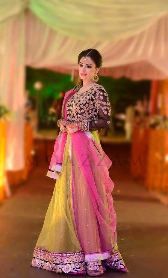 Wedding-Ghagra-Choli-Designs-for-Mehndi-Functions (5)