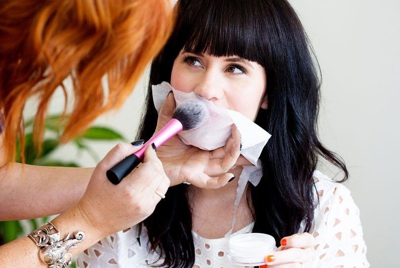 powdering lips for long lasting lipstick