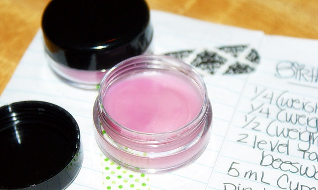homemade-lip-gloss-tutorial-and-recipe-14