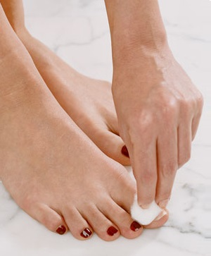 removing nail paint from feet nails
