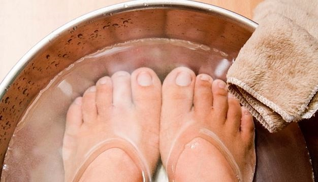 soaking feet in water tub for pedicure