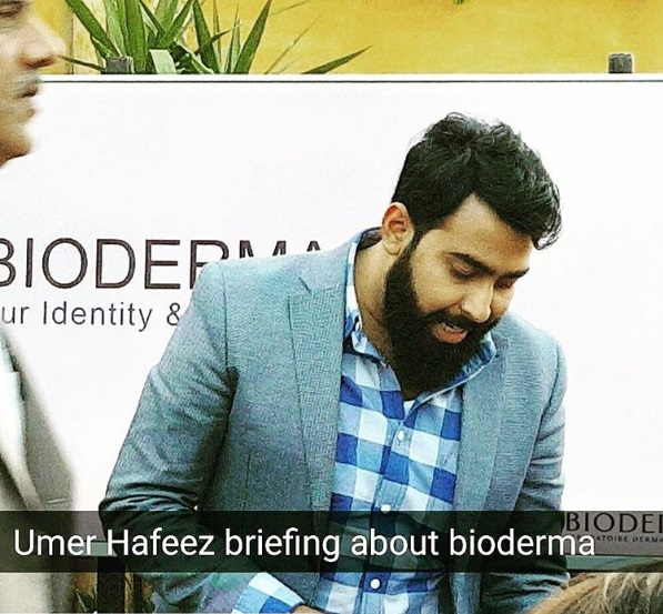 Umar Hafeez Briefing about Bioderma at Bloggers Meetup Islamabad