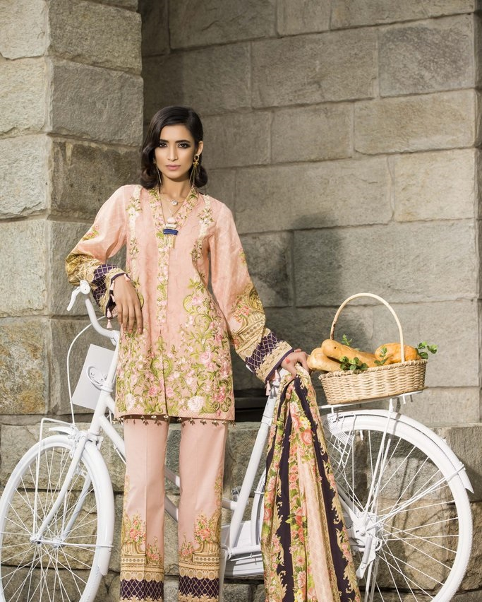 light pink embroidered Jacquard suit for summer