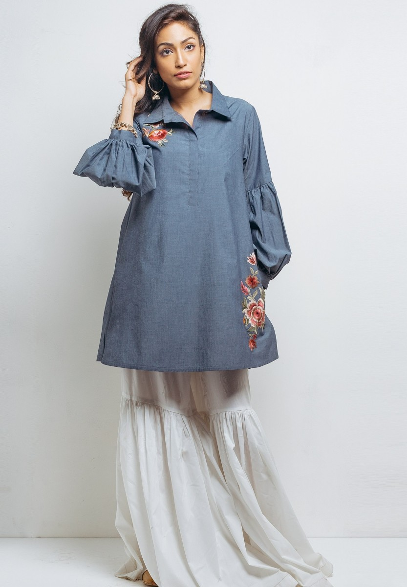 Baggy shirt with simple loose white casual sharara bottom