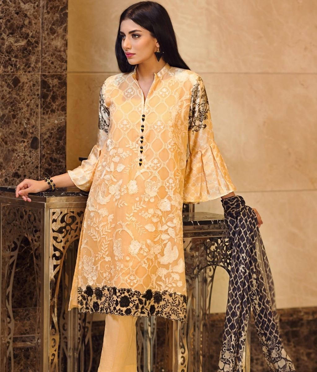 Embroidered formal chiffon Eid dress by Khaadi